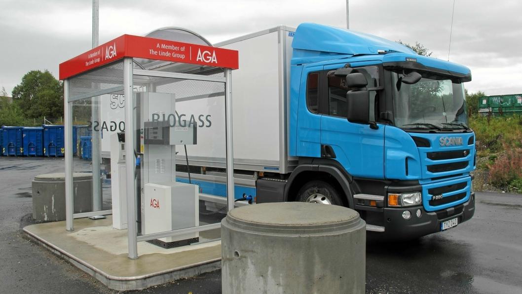 Enova vil støtte både kjøpe av biogasslastebiler og fyllestasjoner.