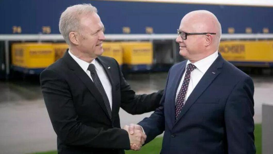 Finn Skovbo Pedersen, avgående Managing Director Dachser Nordic (til venstre) og René Sidor - ny mann ved roret.