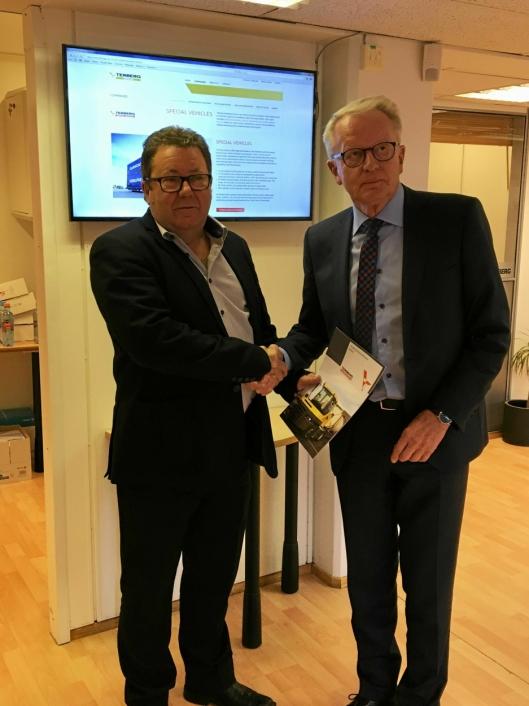 PARTNERE: Administrerende direktør i Hesselberg, Kai Paulhus og Poul B Nielsen i NC Nielsen er enige om et samarbeid om Terberg.