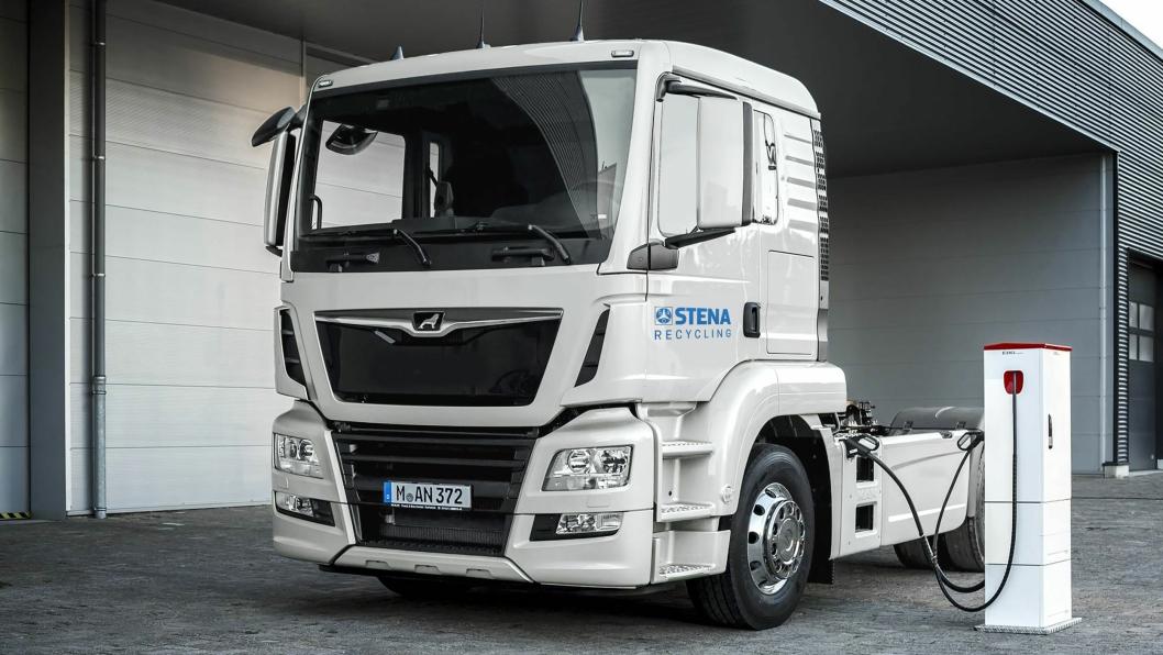 EN EMOSS TIL MOSS: Lastebilen med 50 tonns totalvekt skal gå mellom Oslo og Moss.