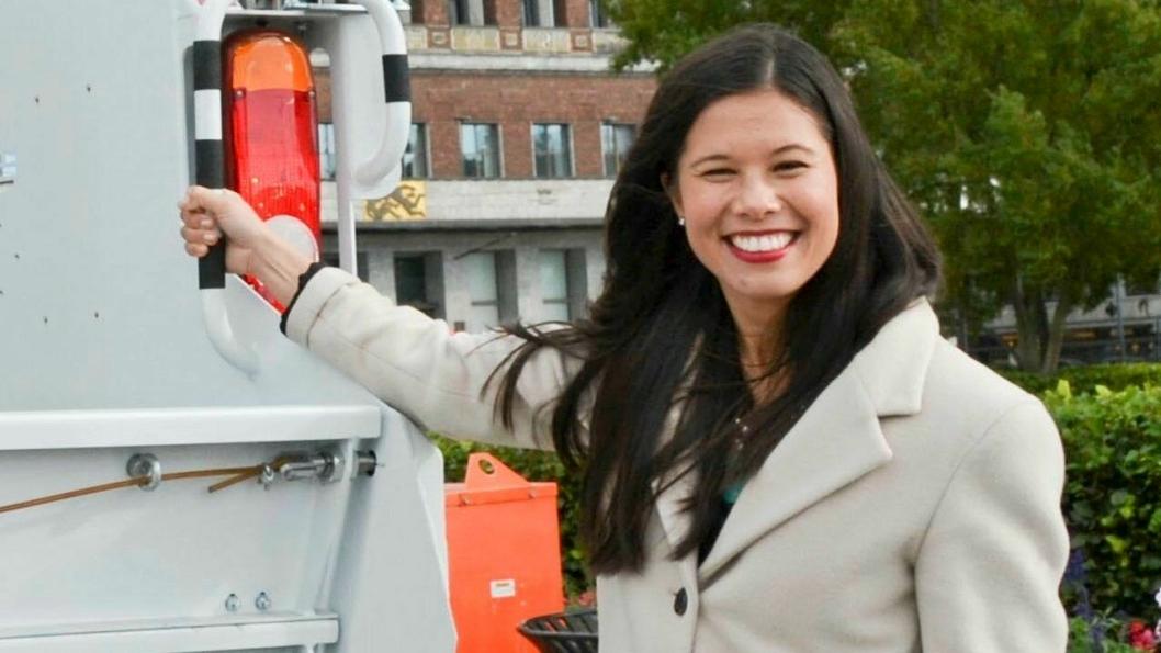 Lan Marie Nguyen Berg er ikke kjent for å komme med populære nyheter for lastebilbransjen, men nå utsettes en sterkt kritisert avgift.