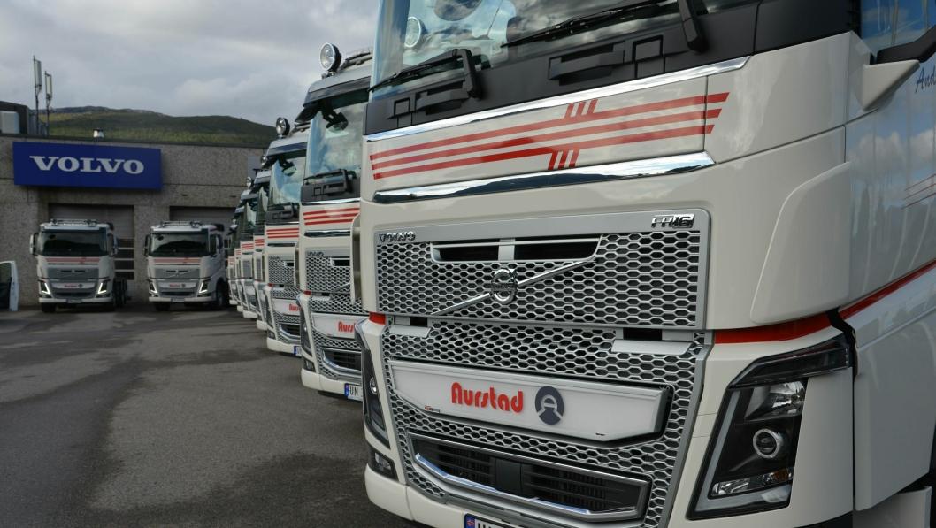Volvo Trucks ble markedsleder i Norge i 2017. En stor leveranse i 2017 var 10 stk. Volvo FH16750 til K.A. Aurstad AS i Ørsta, levert av Trucknor i Sandane. Foto: Volvo Trucks