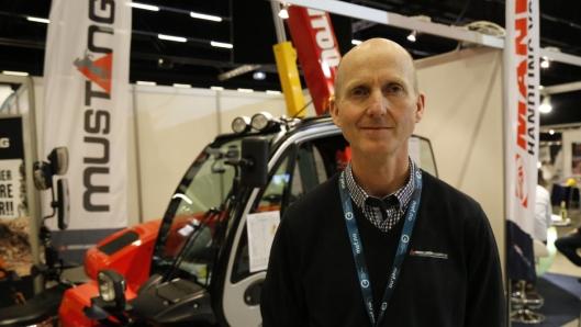 SPORING ER VIKTIG: Thor Tveter er glad for at de aller fleste Manitou-maskinene kommer til Norge med sporingsmuligheter. Her fra Arctic Entrepreneur på Gardermoen. Foto: Klaus Eriksen