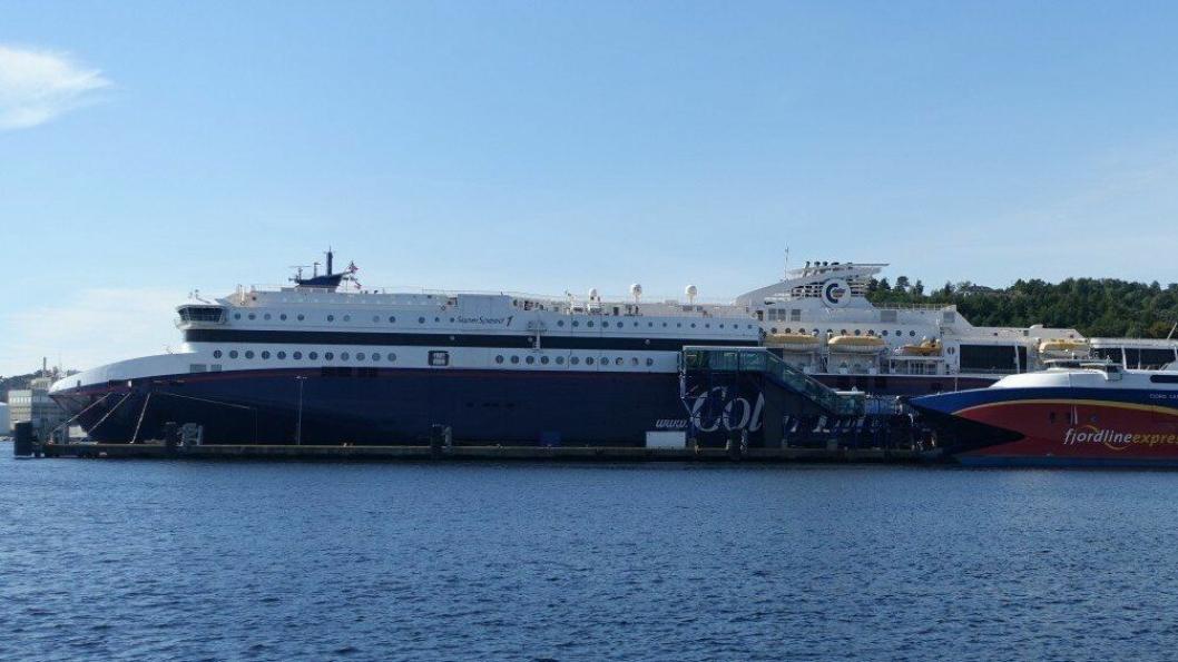 Nye biler som skal selges på Sørlandet, kan det være gunstig å ta inn over Kristiansand havn, påpeker en ny rapport.