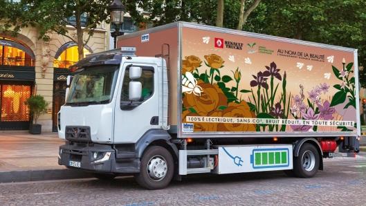 Speed Distribution for Guerlain har vært med på å teste elektriske lastebiler for Renault Trucks. Foto: Renault Trucks