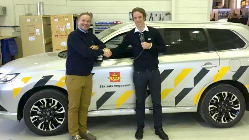 Trond Gladsø, salgssjef i Toolpack AS (t.v.) og Christian Salvesen, prosjektansvarlig for samarbeidet hos KGK Norge AS.
