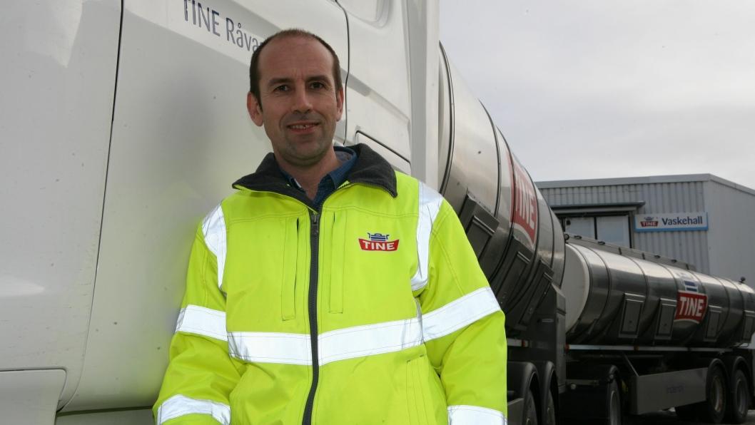Transportsjef Jan Kolbjørn Håkonsen forteller at meierikonsernets nye Tine Tanktransport har hovedbasen på Tunga i Trondheim. Foto: Per Dagfinn Wolden