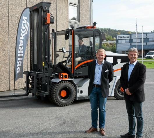 Alf Runar Frydenlund og Thormod Johansen fra Brubakken under lanseringen av Merlinum.