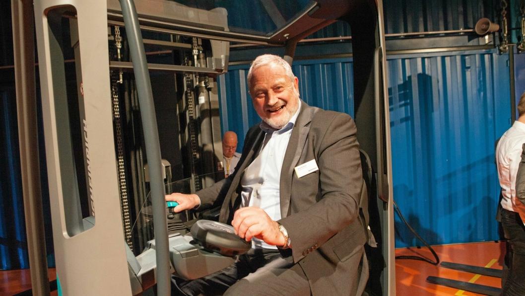 Arne Husborn gleder seg til å selge den nye skyvemasttrucken til norske kunder.