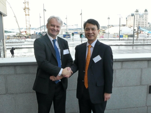Cosco Shipping Forum om Arctic Shipping Route Normalization. Rudi Bolsøy, Country Manager COSCO SHIPPING Lines (Norway) A/S og Guo Jing, vice president Cosco Shipping Europe.