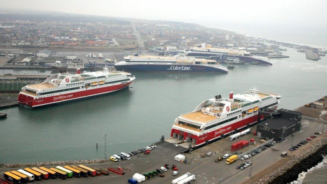 Hirtshals kan bli et enda viktigere transportknutepunkt for gods, og nå har de norske havnene Kristiansand, Bergen, Risavika, Grenland og Larvik knyttet tettere bånd gjennom et nytt havnenettverk. Foto: Hirtshals Havn.