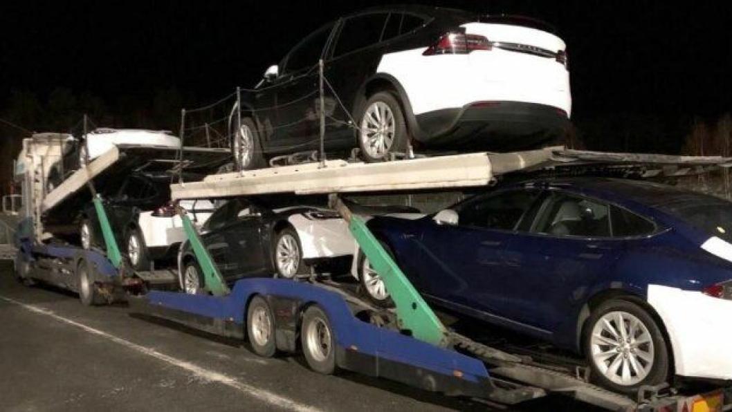 Elon Musk har bedt sine folk i Norge om å senke tempoet på levering av nye Tesla-er i Norge, slik at sikkerheten opprettholdes på norske veier.