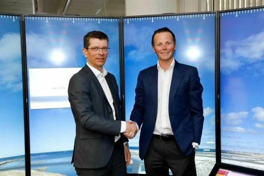 Konsernsjef i Kongsberg Gruppen Geir Håøy (til venstre) og Thomas Wilhelmsen, konsernsjef i Wilhelmsen gleder seg til den nye satsingen.
