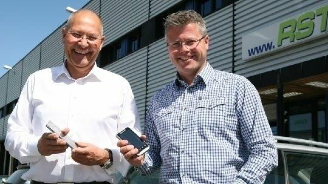 Jan Ole Hansen (t.v.) og softwareselskapet Transportnett har samarbeid med daglig leder Richard Sæther i RST i flere år. Foto: Per Dagfinn Wolden