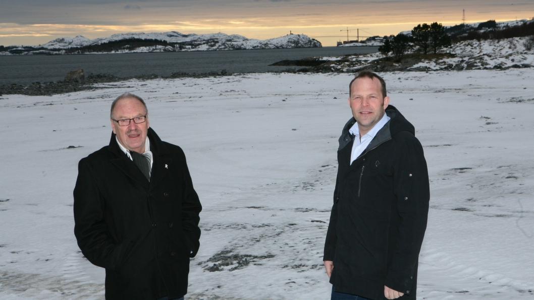 Oddvar Bakke (t.v.) og Paul Ingvar Dekkerhus, henholdsvis styreleder og havnedirektør i Nord-Trøndelag Havn Rørvik IKS (NTHR) inviterer til åpning av Kråkøya kysthavn. Foto: Per Dagfinn Wolden.