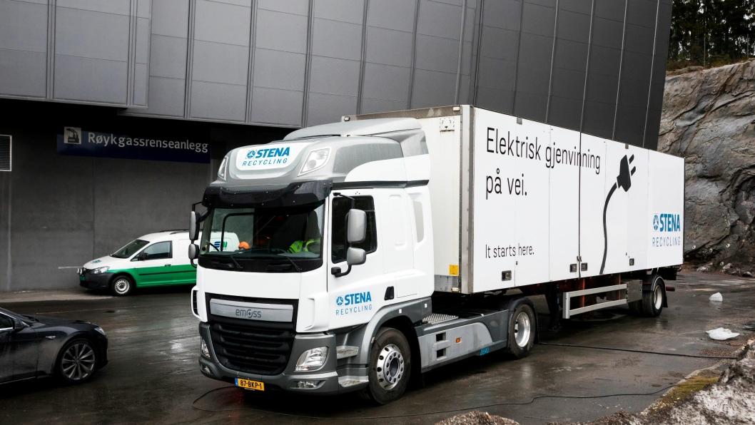 Lastebilen som ble testet mellom Klemetsrud og Moss mandag var en testbil. Når Stena Recycling får sin bil levert i mai, vil det være en treakslet trekkvogn med større kapasitet.