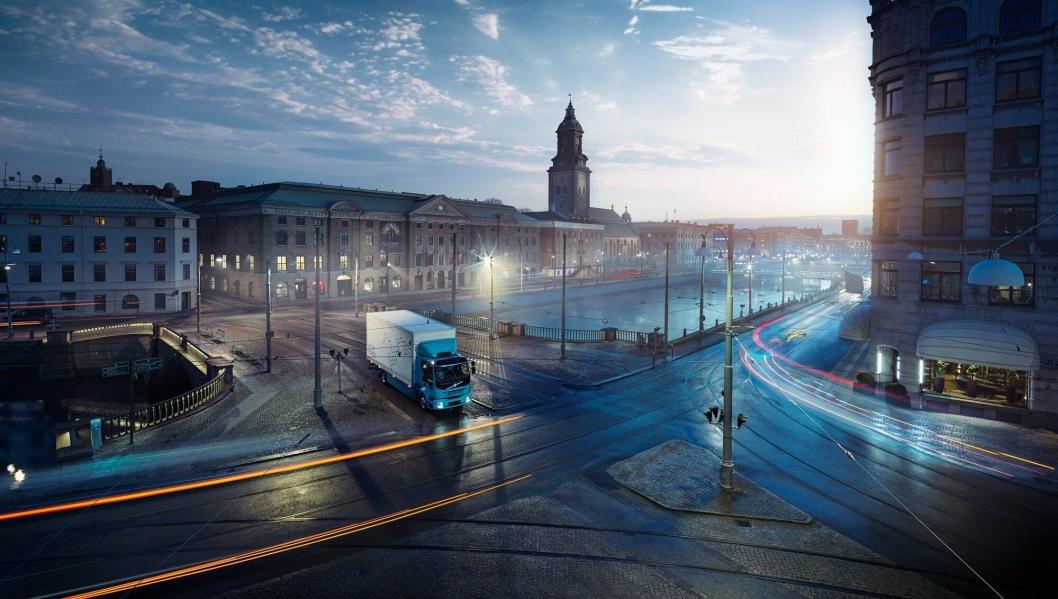 Volvo har også sendt ut bilder av en elektrisk FL i distribusjonsutgave.