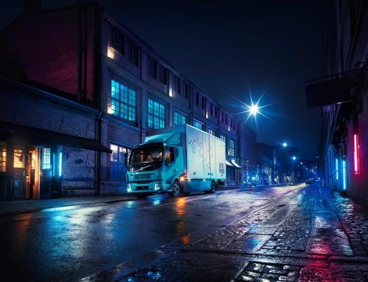 Nattlig distribusjon med elektrisk lastebil kan ha fordeler med tanke på støy.