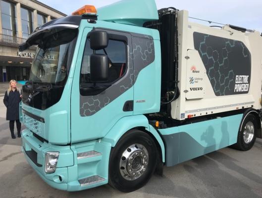 Dette er Volvos første batteridrevne lastebil. De ble vist frem i Gøteborg torsdag.