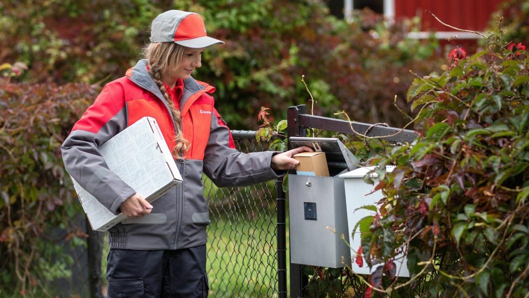 Nå kan postkassen brukes til både henting og levering av post og pakker.