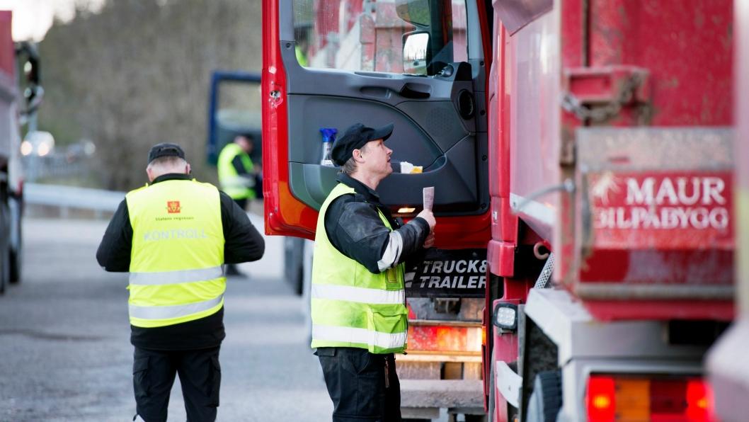 Samtlige tungtransporter til og fra Vestlandet onsdag og torsdag denne uken skal kontrolleres og sjåførene intervjues.