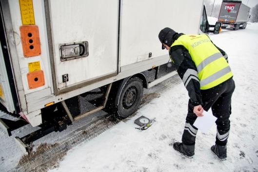 VEKTER: Statens vegvesen har fått endret sine retningslinjer. Nå skal alle varebiler med mer enn 500 kg overlast politianmeldes.