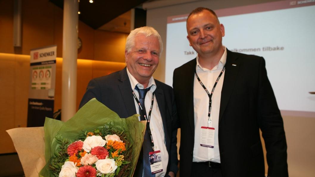 Schenker Forum 2018 var Einar Spurkelands siste reis for Schenker-konsernet. Her hedres han av salgs- og markedsdirektør Peter Stangeland. Foto: Per Dagfinn Wolden