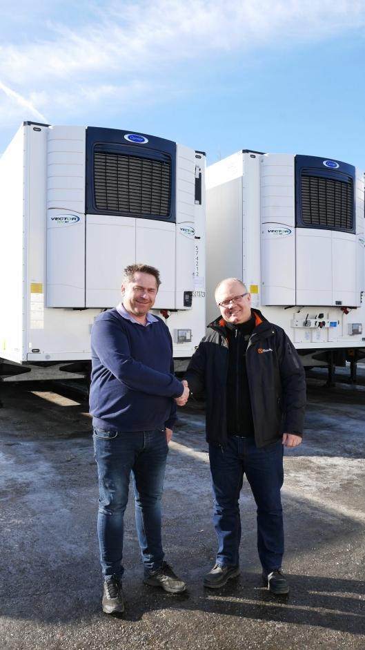 Morten Henriksen hos TIP Trailer Services i Norge (t.v.) og Harald Nordeng i Track Norge er fornøyde med avtalen.