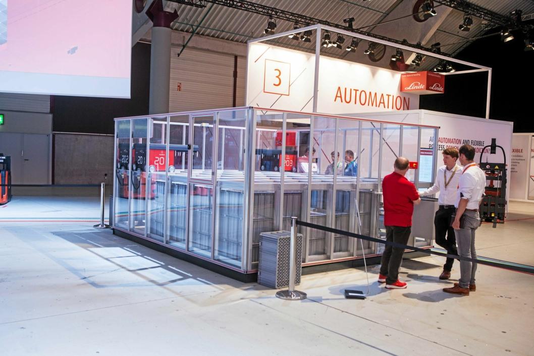 NORSK: AutoStore var på plass på messen, gjennom Lindes partner Dematic. Linde kan tilby AutoStore-løsninger til sine kunder i en totalpakke.