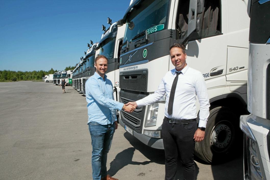STOR JOBB: Alås-leder Poul Erik Hoffmann (til venstre) er klar til å levere 150 alkolåser til Vlantana Norge og Vladas Stoncius.