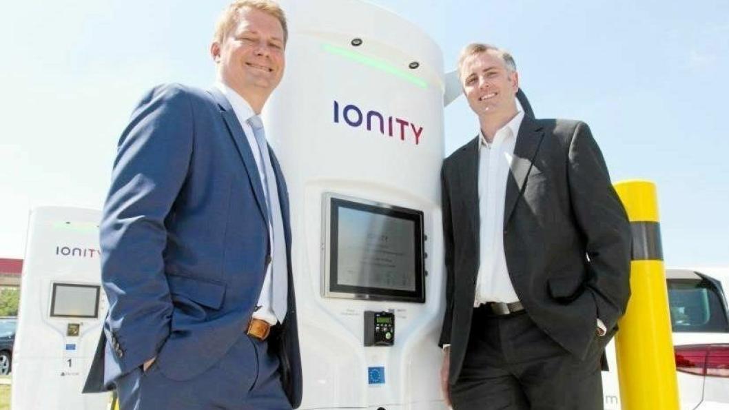 STORT OPPLEGG: Samarbeidet mellom Ionity Michael Hajesch (t.v.) og grunnlegger David Finn i Tritium skal gi 400 hurtigladestasjoner i Europa.