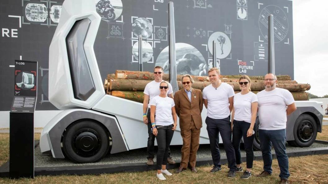 Adm. direktør Robert Falck i Einride (nummer tre fra høyre) og hans medarbeidere har blant annet erfaring fra Volvo Trucks og Scania. De satser nå på egenhånd. Bilde fra lansering av T-Log-konseptet på Goodwood Festival of Speed i Storbritannia 12. juli 2018.