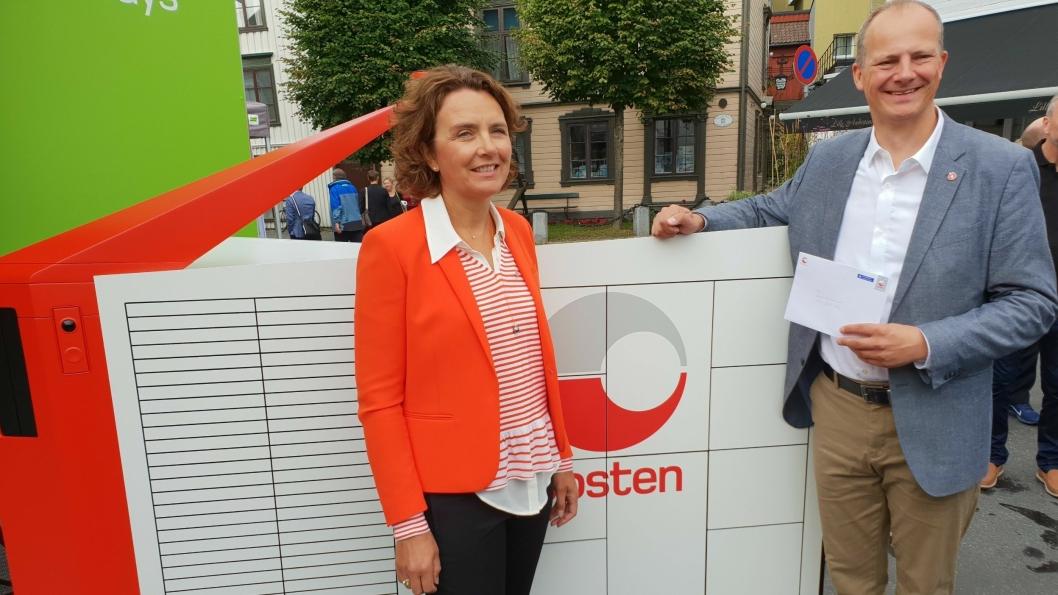 Konsernsjef Tone Wille i Posten skrev den historiske brevet som samferdselsminister Ketil Solvik-Olsen kunne hente ut fra verdens første selvgående brev -og pakkerobot.