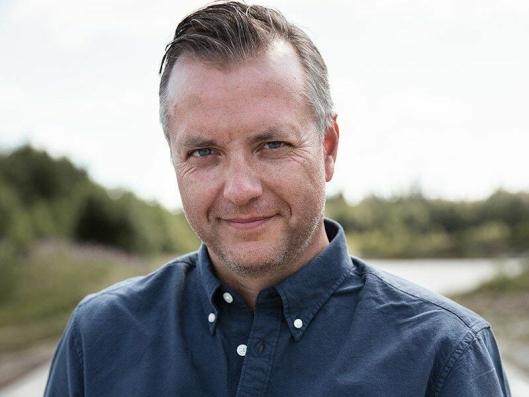 - Systemet vårt er en utvidelse av den avanserte logistikkløsningen mange bransjer allerede benytter seg av, sier Mikael Karlsson, som er viseadministrerende direktør for autonome løsninger i Volvo Trucks.