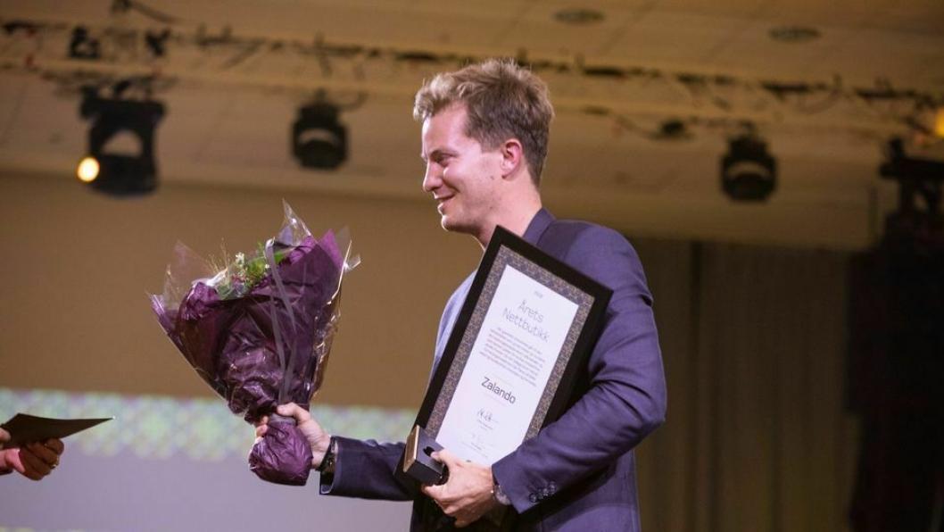 David Hejgaard fra Zalando mottok prisen for Årets nettbutikk. Foto: Jonas Mathiassen