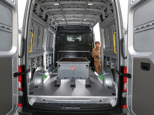 Litium-ion-batteriet er plassert nedsenket og plassbesparende i vareromsgulvet i e-Crafter, slik at varerommet i den 2590mm høye varebilen kan utnyttes til fulle. Det gir et totalt lastevolum på 10,7m3.