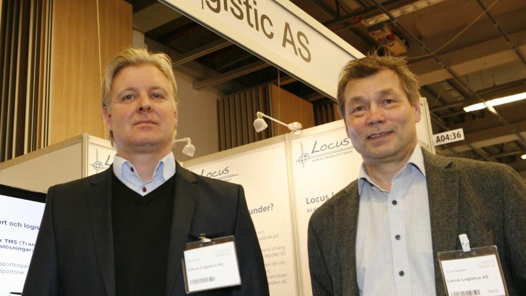 Her salgssjef Jo Are Aslaksen (t.h.) i Locus sammen med sin svenske kollega, sjefskonsulent Jannik Just på Logistik & Transport i Göteborg. Foto: Per Dagfinn Wolden