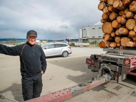 VANLIG: Nils Arne Steen har hatt tømmerkran på konsoll på mange av sine tømmerbiler.