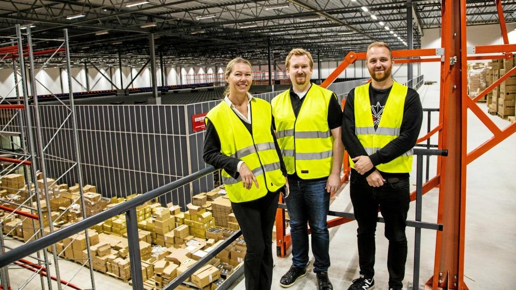 GJENNOMFØRINGSEVNE: Logistikksjef Cecilia Olsson, prosjektleder Andreas Alverbo og site manager Patrik Henricson har gjennomført flyttingen til nytt lager og installasjon av AutoStore på rekordtid.