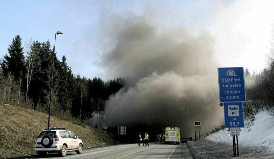 Dagens Oslofjordtunnel er utsatt fo r mange stengninger, på grunn av ulykker, og det har også vært alvorlige brannepisoder i tunnelen.