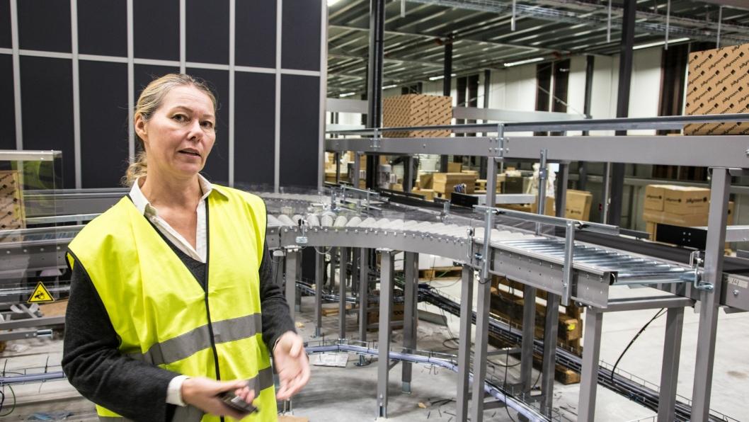 Logistikksjef hos Jollyroom, Cecilia Olsson, forteller om langt bedre effektivitet med det nye pakkesystemet.
