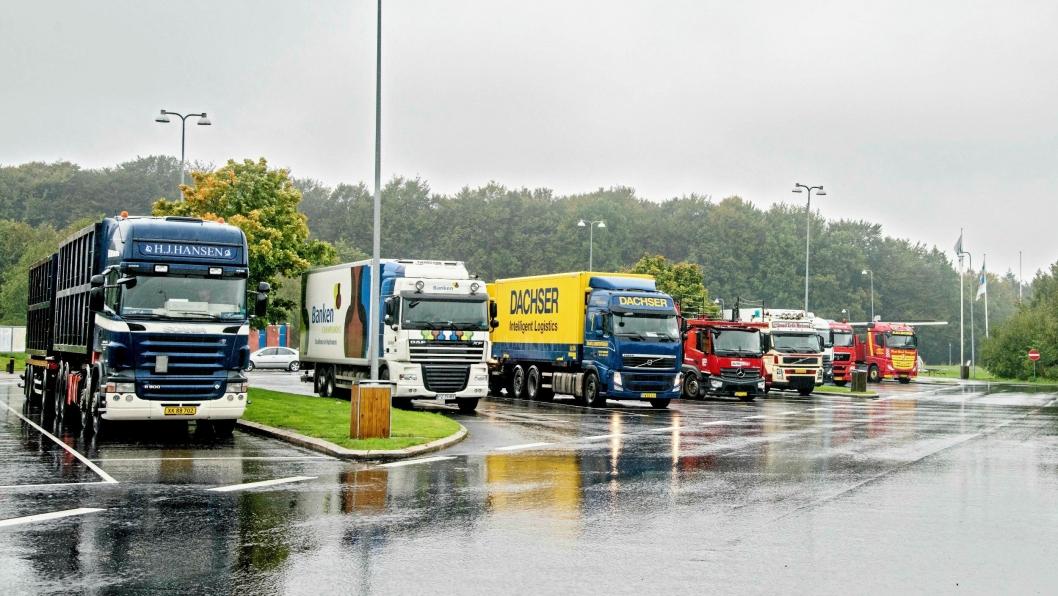MANGE BESØK: Utenlandske lastebiler er et svært vanlig syn på norske veier. Om alle sjåførene får den lønnen de skal ha, er vanskelig å kontrollere.