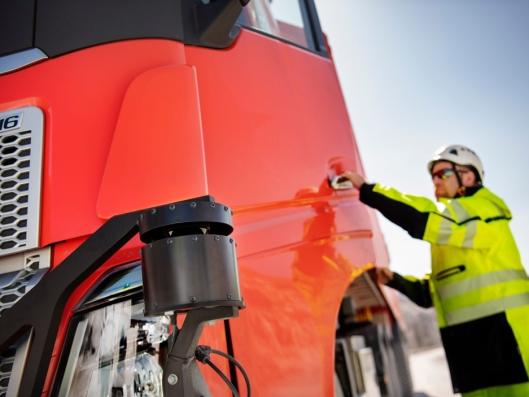 Testingen er i gang, og løsningen forventes å være fullt operativ innen utgangen av 2019. I testfasene sitter en sjåfør i førerhuset, men når lastebilene settes i drift, vil de være helt selvkjørende.