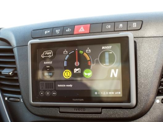 Skjerm som viser bilens elektriske tilstand.