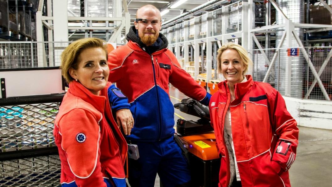 GOD ERFARING: Direktør lagerdrift, Vibeke Amundsen, lagermedarbeider Simen Haugland og prosjektleder Brita Vist har de siste ukene høstet gode erfaringer med bruk av smarte briller til plukking.