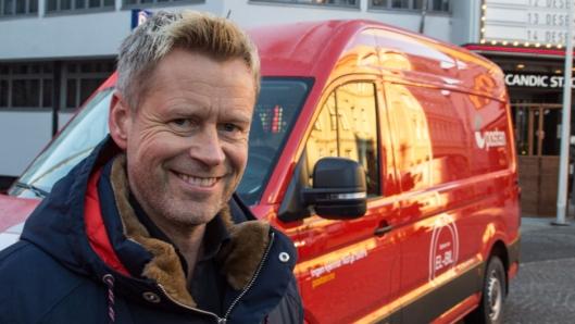Distriktssjef hos Posten, Lars Veder, gleder seg til å teste ut de nye bilene.