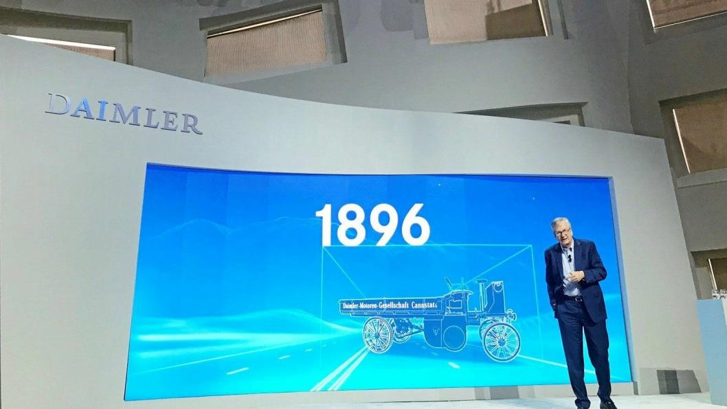 Toppsjef i Daimler Trucks, Martin Daum: - Legger videre utvikling av platooning på is, men benytter det vi har lært om kjøremønstre videre i utviklingen av selvkjørende biler.