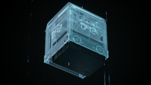 De nye robotene er mindre, og løfter kassen opp i selve robotkroppen. Dermed kan man ha flere roboter i drift samtidig.