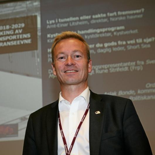 – Det er også transportkjøpers ansvar å fjerne useriøse aktører, sier lederen i Stortingets transportkomité, Helge Orten. Foto: Per Dagfinn Wolden