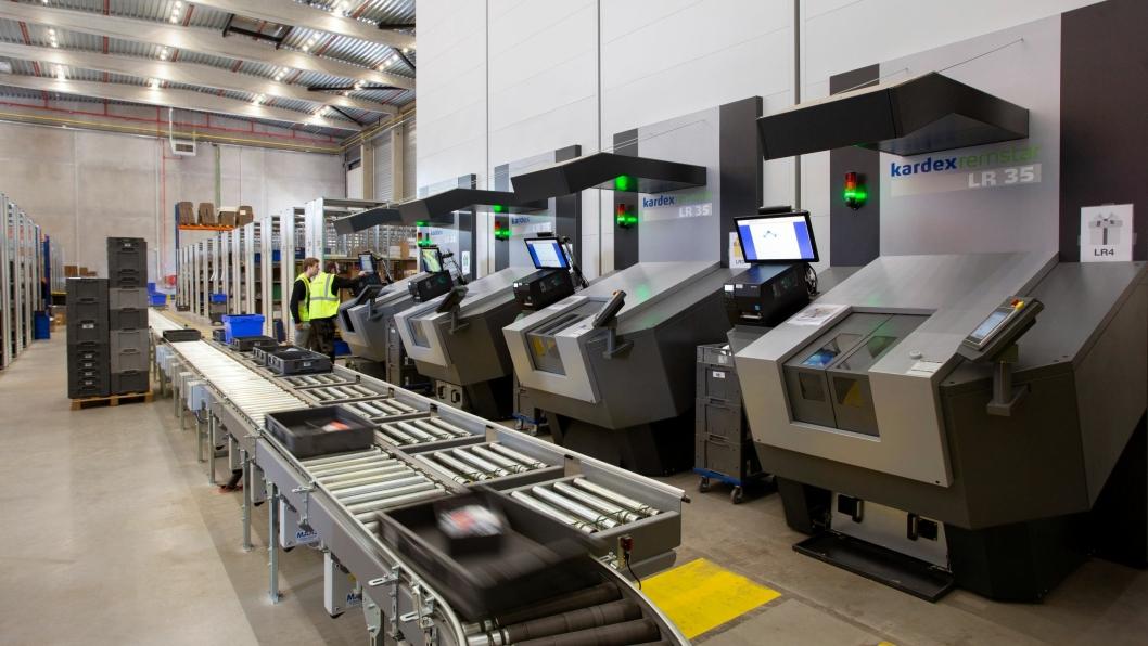 Systemet kan både kobles til plukkstasjoner eller til automatiske transportbånd.